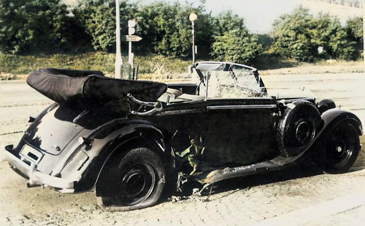Heydrichův Mercedes po útoku (sbírka VHÚ, kolorováno)